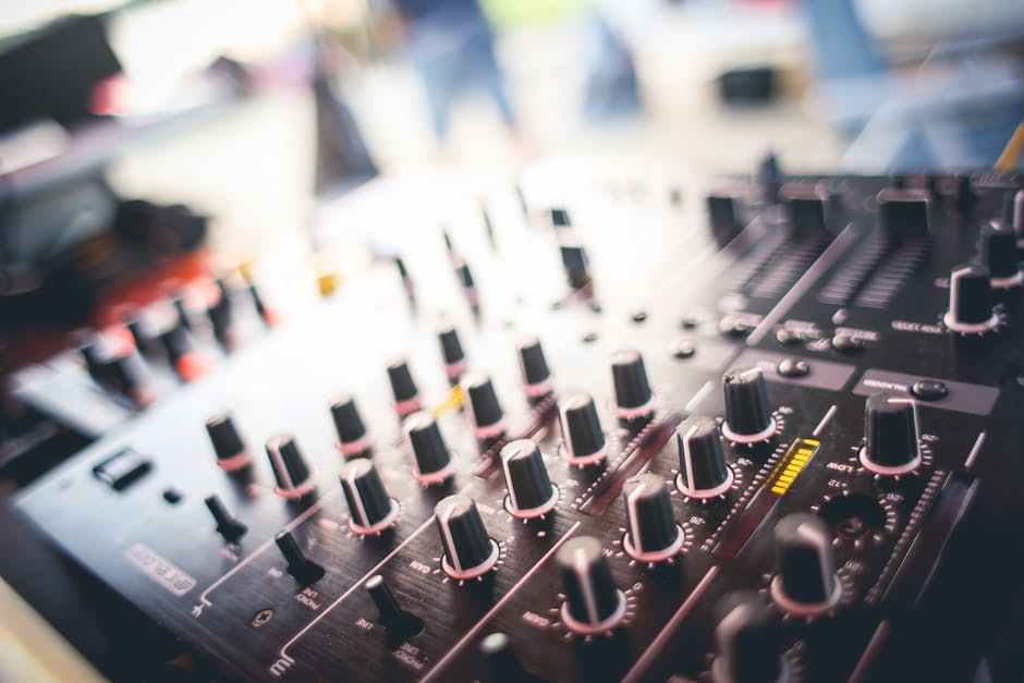 Here are 10 tips that will help you choose the right DJ for your event.